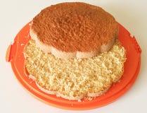 απομονωμένο λευκό σφουγγαριών ανασκόπησης κέικ Στοκ εικόνα με δικαίωμα ελεύθερης χρήσης