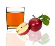 απομονωμένο λευκό χυμού ανασκόπησης μήλων γυαλί Στοκ εικόνα με δικαίωμα ελεύθερης χρήσης