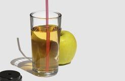 απομονωμένο λευκό χυμού ανασκόπησης μήλων γυαλί Στοκ φωτογραφίες με δικαίωμα ελεύθερης χρήσης