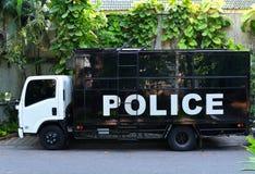 απομονωμένο λευκό ύφους αστυνομίας αυτοκινήτων cartoonish εικόνα Στοκ φωτογραφία με δικαίωμα ελεύθερης χρήσης
