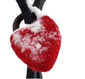 απομονωμένο καρδιά κόκκινο χιόνι αγάπης κλειδωμάτων Στοκ Εικόνες