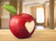 απομονωμένο καρδιά λευκό ντοματών μορφής Στοκ εικόνες με δικαίωμα ελεύθερης χρήσης