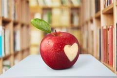 απομονωμένο καρδιά λευκό ντοματών μορφής Στοκ Εικόνα