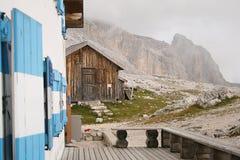 Απομονωμένο καταφύγιο βουνών στοκ φωτογραφία