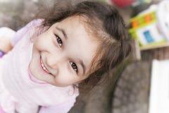 απομονωμένο κορίτσι λευκό χαμόγελου Στοκ εικόνα με δικαίωμα ελεύθερης χρήσης