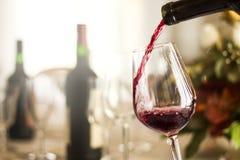 απομονωμένο κρασί waite του OM κόκκινο στοκ φωτογραφία