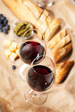απομονωμένο κρασί waite του OM κόκκινο Στοκ Εικόνα