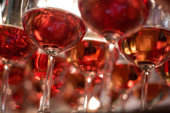 απομονωμένο κρασί waite του OM κόκκινο Στοκ Φωτογραφίες