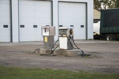 απομονωμένο λευκό αντλιών λεπτομέρειας αυτοκινήτων ανασκόπησης καύσιμα Στοκ εικόνα με δικαίωμα ελεύθερης χρήσης