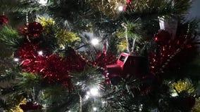 απομονωμένο λευκό δέντρων Χριστουγέννων ανασκόπησης διακοσμήσεις απόθεμα βίντεο