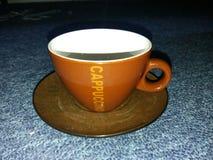 απομονωμένο λευκό μονοπατιών καφέ cappuccino ανασκόπησης φλυτζάνι Στοκ Εικόνες
