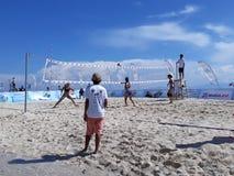 απομονωμένο λευκό πετοσφαίρισης ανασκόπησης παραλία στοκ φωτογραφία με δικαίωμα ελεύθερης χρήσης