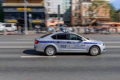 απομονωμένο λευκό ύφους αστυνομίας αυτοκινήτων cartoonish εικόνα Επίσημο αυτοκίνητο στοκ φωτογραφία με δικαίωμα ελεύθερης χρήσης