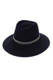 Απομονωμένο μαύρο καπέλο μαλλιού στο άσπρο ύφος μόδας υποβάθρου Στοκ Φωτογραφία