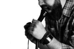 Απομονωμένο μικρόφωνο χέρι ατόμων Στοκ Φωτογραφίες