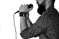 Απομονωμένο μικρόφωνο χέρι ατόμων Στοκ Φωτογραφία