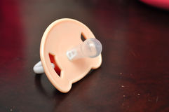 απομονωμένο μωρό λευκό σιλικόνης ειρηνιστών στοκ εικόνα με δικαίωμα ελεύθερης χρήσης