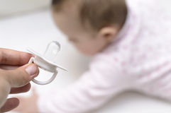 απομονωμένο μωρό λευκό σιλικόνης ειρηνιστών Στοκ φωτογραφία με δικαίωμα ελεύθερης χρήσης