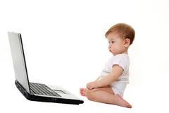απομονωμένο μωρό μικρό λευκό lap-top Στοκ φωτογραφία με δικαίωμα ελεύθερης χρήσης