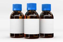 απομονωμένο ορυκτό λευκό ύδατος μονοπατιών ψαλιδίσματος μπουκαλιών γυαλί Στοκ Φωτογραφία