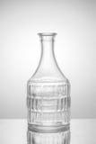 απομονωμένο ορυκτό λευκό ύδατος μονοπατιών ψαλιδίσματος μπουκαλιών γυαλί Στοκ εικόνες με δικαίωμα ελεύθερης χρήσης