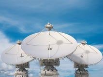 απομονωμένο δορυφορικό απεικόνιση διανυσματικό λευκό πιάτων στοκ φωτογραφία