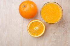 απομονωμένο πορτοκαλί λευκό χυμού στοκ φωτογραφίες με δικαίωμα ελεύθερης χρήσης