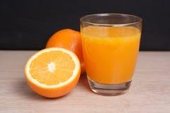 απομονωμένο πορτοκαλί λευκό χυμού Στοκ Εικόνες