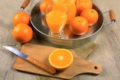 απομονωμένο πορτοκαλί λευκό χυμού στοκ φωτογραφία με δικαίωμα ελεύθερης χρήσης