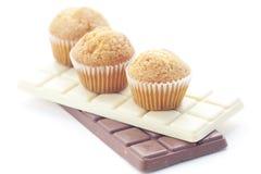 απομονωμένο σοκολάτα muffin λευκό Στοκ Φωτογραφία