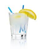 απομονωμένο τζιν τονωτικό λευκό κοκτέιλ αλκοόλης Στοκ φωτογραφία με δικαίωμα ελεύθερης χρήσης