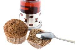 απομονωμένο muffin λευκό τσα&gamma Στοκ φωτογραφία με δικαίωμα ελεύθερης χρήσης