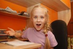απομονώστε τις λευκές νεολαίες μαθητριών Στοκ φωτογραφία με δικαίωμα ελεύθερης χρήσης