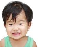 Απομονώστε το ασιατικό χαμόγελο παιδιών και τόσο ευτυχής Στοκ φωτογραφία με δικαίωμα ελεύθερης χρήσης
