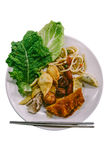 Απομόνωσε ένα πιάτο των μικτών κορεατικών τροφίμων μπουφέδων Στοκ φωτογραφία με δικαίωμα ελεύθερης χρήσης