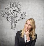 απομόνωση επιχειρηματιών ανασκόπησης που σκέφτεται άσπρη Στοκ εικόνα με δικαίωμα ελεύθερης χρήσης