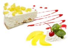 Απομόνωση πυροβολισμού στούντιο κέικ στο άσπρο υπόβαθρο Στοκ εικόνες με δικαίωμα ελεύθερης χρήσης