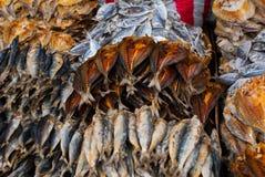 αποξηραμένα ψάρια Αγορά στην οδό Κεμπού Φιλιππίνες στοκ φωτογραφίες