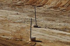 Απορρίματα στα υλικά οδόστρωσης πόλεων Εδαφολογική ρύπανση επάνω από ποδηλάτων καναλιών eco ενεργειακών το φιλικό προς το περιβάλ Στοκ Φωτογραφία