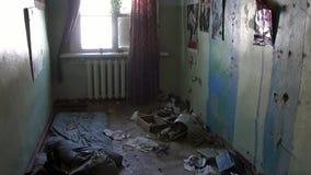 Απορρίματα στην εγκαταλειμμένη πόλη-φάντασμα σπιτιών Gudym Chukotka μακριά βόρεια της Ρωσίας φιλμ μικρού μήκους