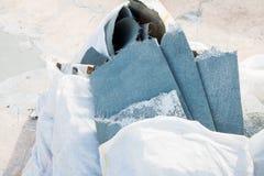 Απορρίματα στη πλαστική τσάντα πρίν χύνει το υγρό τσιμέντο Στοκ Εικόνα