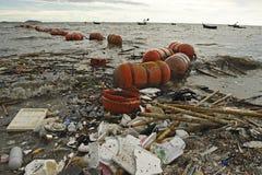 Απορρίματα στο baech Στοκ φωτογραφίες με δικαίωμα ελεύθερης χρήσης