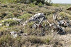 Απορρίμματα και χρησιμοποιημένες προμήθειες οικοδόμησης που μολύνουν το περιβάλλον Στοκ Εικόνες