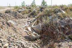 Απορρίμματα που πετιούνται σε ένα κενό μέρος Στοκ Εικόνες