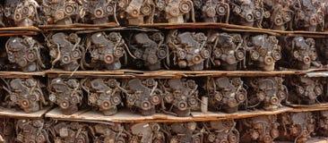 Απορριμμένες αυτοκίνητες μηχανές για την πώληση σε μια αποθήκη εμπορευμάτων Στοκ Εικόνα