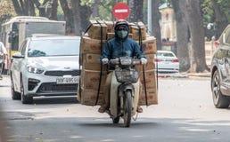 Αποστολές παράδοσης στις οδούς του Ανόι στοκ φωτογραφία με δικαίωμα ελεύθερης χρήσης