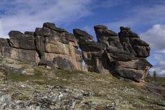 Αποσυνδεμένοι βράχοι γρανίτη της ασυνήθιστης μορφής στην εξέδρα Στοκ Φωτογραφία