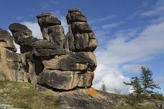Αποσυνδεμένοι βράχοι γρανίτη της ασυνήθιστης μορφής στην εξέδρα Στοκ Φωτογραφίες