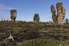 Αποσυνδεμένοι βράχοι γρανίτη της ασυνήθιστης μορφής στην εξέδρα Στοκ Εικόνα