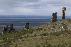 Αποσυνδεμένοι βράχοι γρανίτη της ασυνήθιστης μορφής στην εξέδρα Στοκ Εικόνες